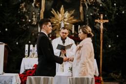 Asia i Grzesiek - Grudniowy ślub - Kościół na górce w Opolu - Restauracja Słociak 36