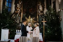 Asia i Grzesiek - Grudniowy ślub - Kościół na górce w Opolu - Restauracja Słociak 37