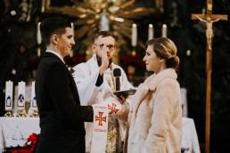 Asia i Grzesiek - Grudniowy ślub - Kościół na górce w Opolu - Restauracja Słociak 38