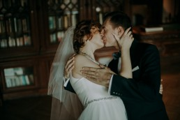 Zimowy ślub w Prudniku - Ślub w Kościele w Lasku, Wesele pod Wieżyczką, Plener na Zamku w Mosznej 84