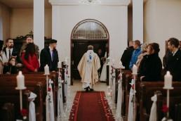 Zimowy ślub w Prudniku - Ślub w Kościele w Lasku, Wesele pod Wieżyczką, Plener na Zamku w Mosznej 38