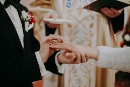 Zimowy ślub w Prudniku - Ślub w Kościele w Lasku, Wesele pod Wieżyczką, Plener na Zamku w Mosznej 45