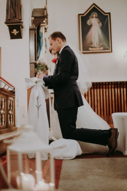 Zimowy ślub w Prudniku - Ślub w Kościele w Lasku, Wesele pod Wieżyczką, Plener na Zamku w Mosznej 47