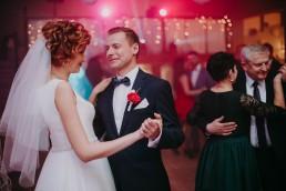 Zimowy ślub w Prudniku - Ślub w Kościele w Lasku, Wesele pod Wieżyczką, Plener na Zamku w Mosznej 61