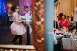 Zimowy ślub w Prudniku - Ślub w Kościele w Lasku, Wesele pod Wieżyczką, Plener na Zamku w Mosznej 68