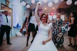 Zimowy ślub w Prudniku - Ślub w Kościele w Lasku, Wesele pod Wieżyczką, Plener na Zamku w Mosznej 73