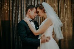 Zimowy ślub w Prudniku - Ślub w Kościele w Lasku, Wesele pod Wieżyczką, Plener na Zamku w Mosznej 7