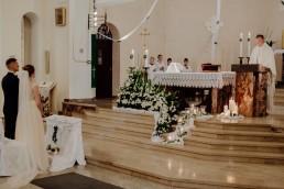 Kasia i Paweł - Magiczny leśny plener - wesele w hotelu Szara Willa 44