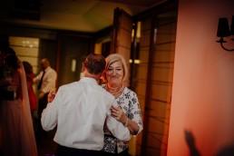Kasia i Paweł - Magiczny leśny plener - wesele w hotelu Szara Willa 101