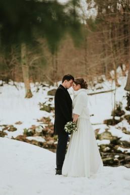 zimowy ślub nad wodospadem