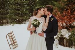 Piękny magiczny rustykalny zimowy plener ślubny