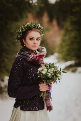 Panna Młoda w sweterku