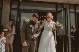 Natalia i Łukasz - Rustykalny ślub - Dworek Komorno - Szklarnia słoneczników - Pole lawendy 96