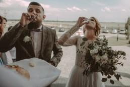 Natalia i Łukasz - Rustykalny ślub - Dworek Komorno - Szklarnia słoneczników - Pole lawendy 116