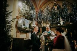 świąteczne dekoracje kościoła i ślub