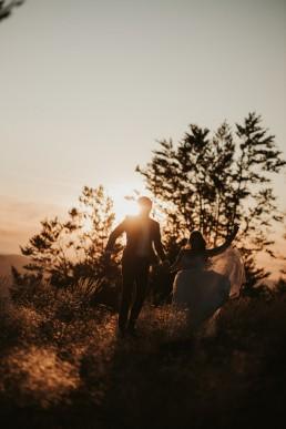Ania i Łukasz - górski jesienny plener przy zachodzącym słońcu 13