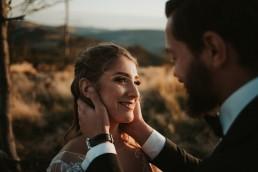 Ania i Łukasz - górski jesienny plener przy zachodzącym słońcu 11