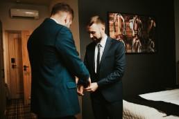Ślub plenerowy i przyjęcie w Zamku Topacz pod Wrocławiem - Plener ślubny w winnicy - Fotografia ślubna 7