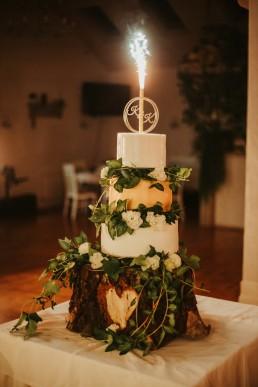 samodzielnie przygotowany tort na wesele