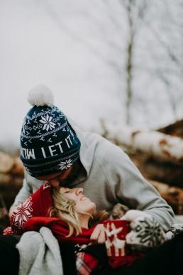 zdjęcia zakochanych zimą
