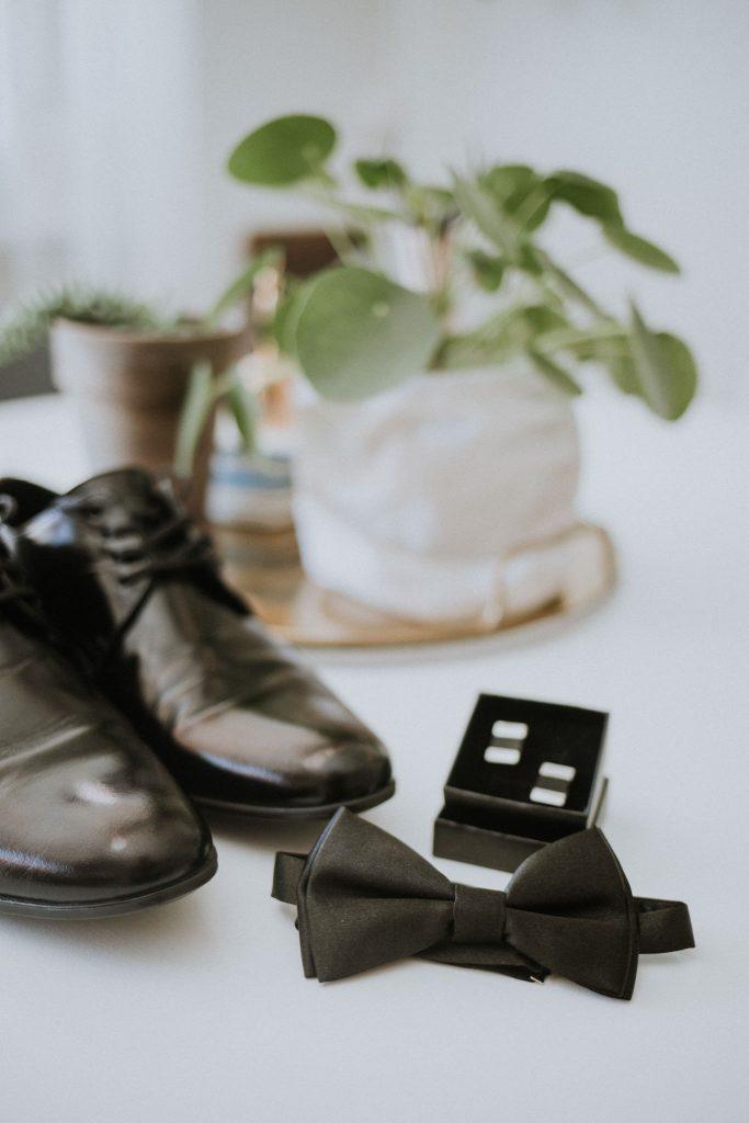 Muszka i buty dla pana młodego