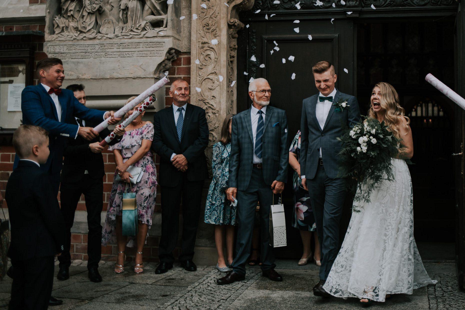 ślub w centrum wrocławia w kosciele obok art hotelu